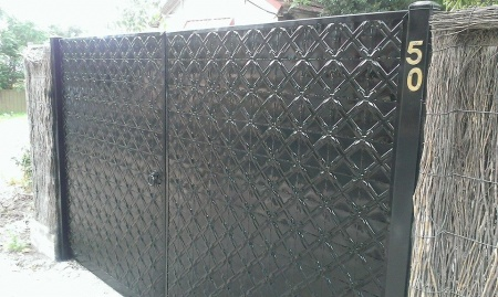 apm black lattice gates