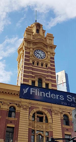 FLINDERS STREET TRAIN STATION Façade & Main Entrances